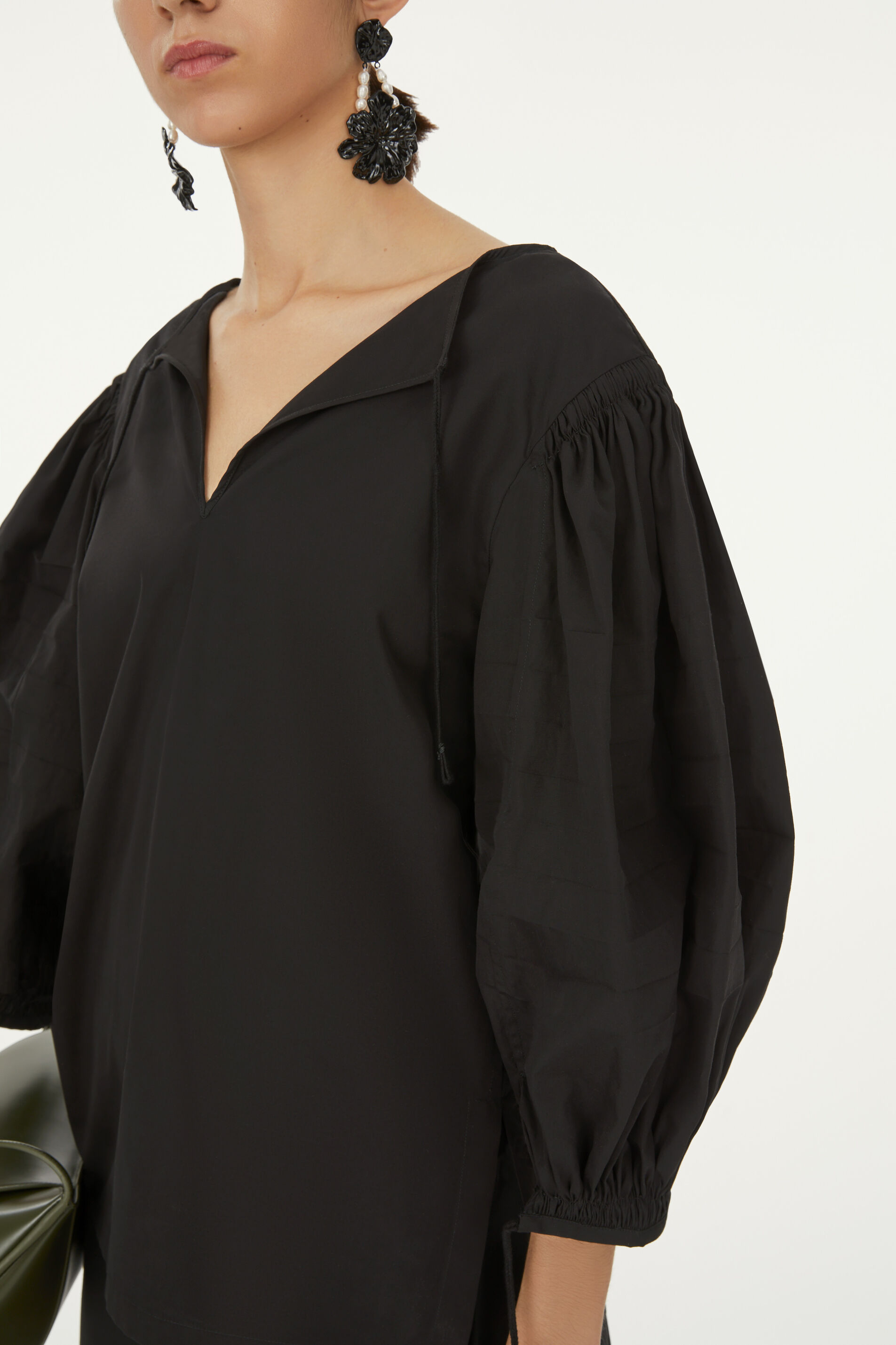Top, black, large