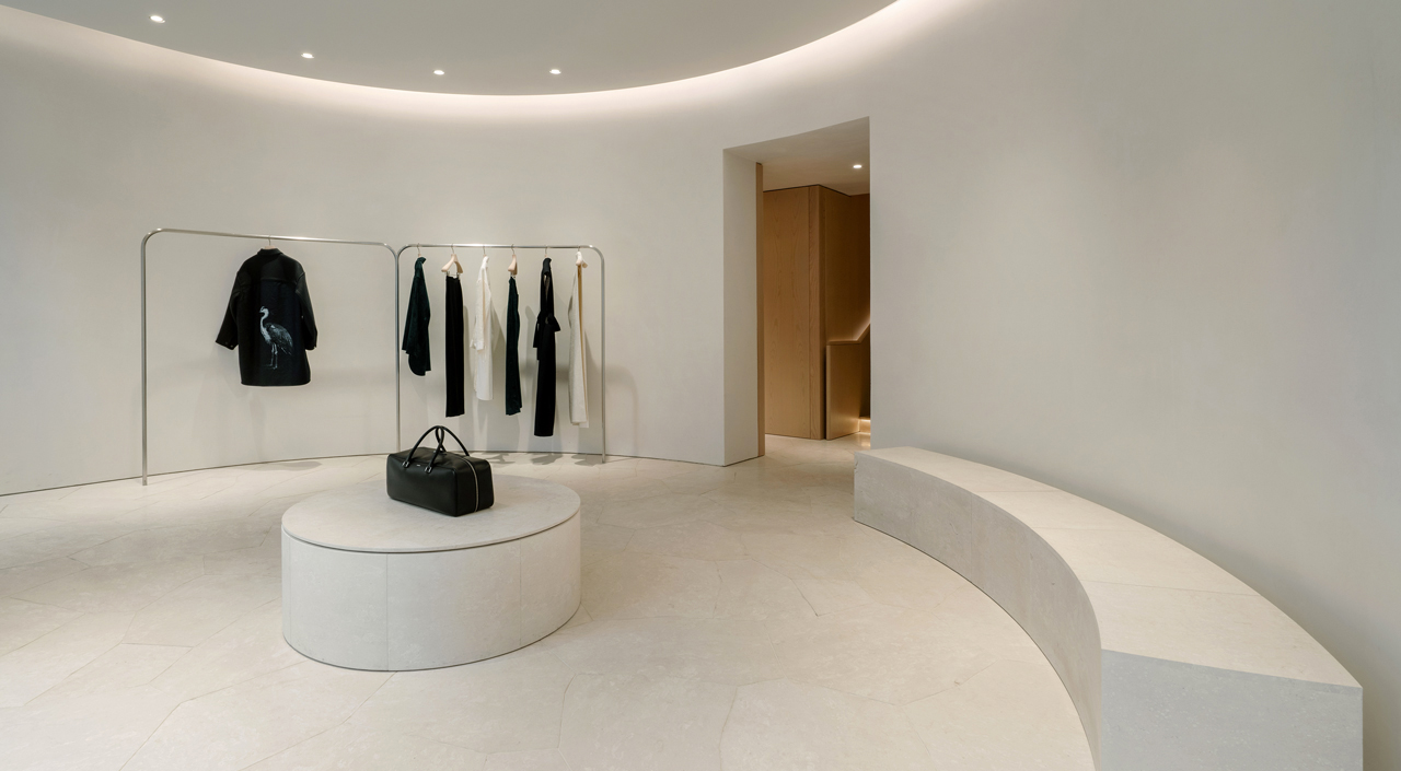 THE PARIS FLAGSHIP STORE RE-OPENS WITH A NEW RETAIL CONCEPT
